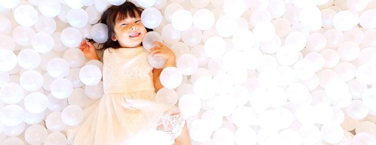 Niña con burbujas